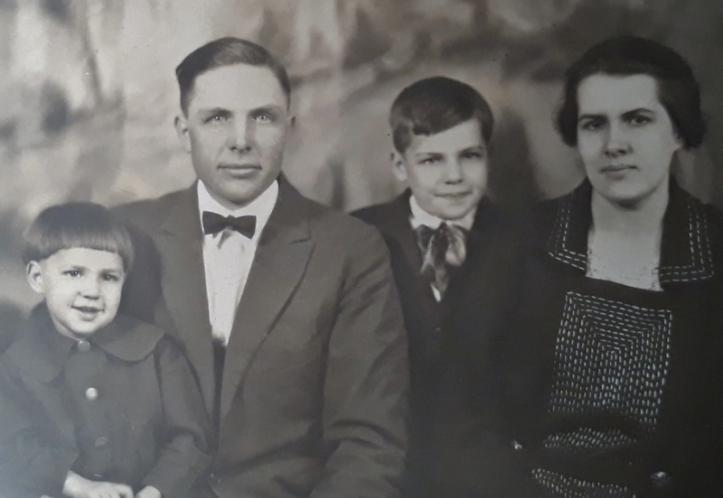 1922 december - family pic (800x552)
